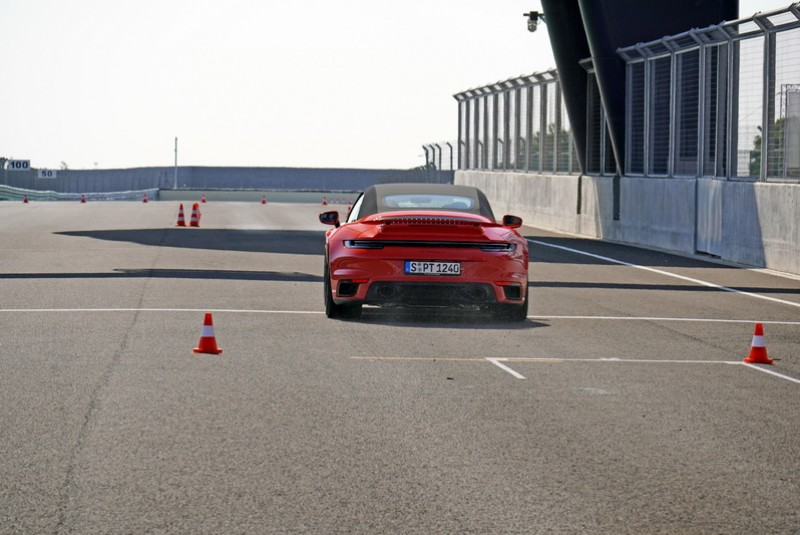 Braking煞停項目靠著彈射起跑模式在最短時間內衝到指定速度,再藉由陶瓷碳纖維煞車系統將車輛迅速停下
