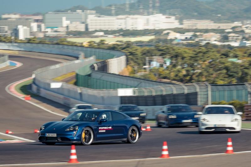 Taycan 2.3噸的車重在急煞車時還是無法克服先天限制,煞車距離比預期還長