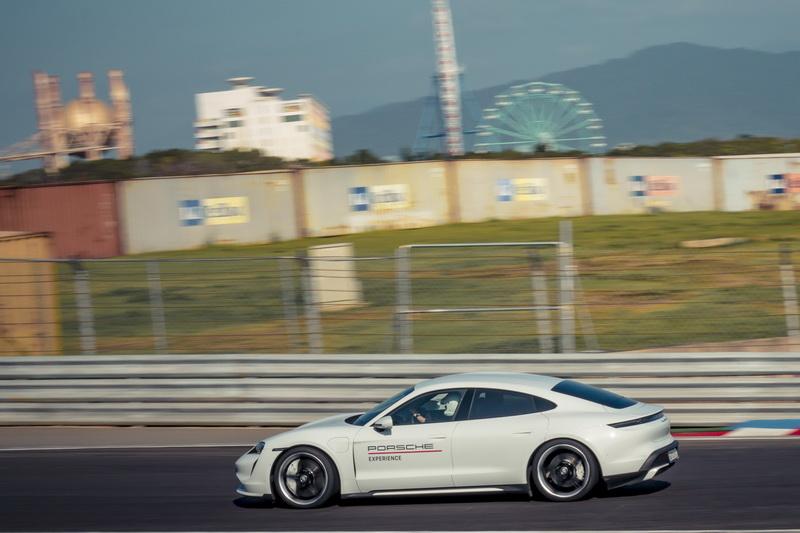 出彎後強大的加速性能又能把前面損失的時間彌補回來,說起來還是一部相當富樂趣的四門性能電動跑車