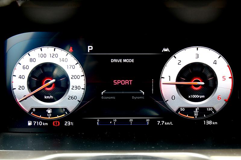 12.3吋數位儀表能依模式提供不同風格。