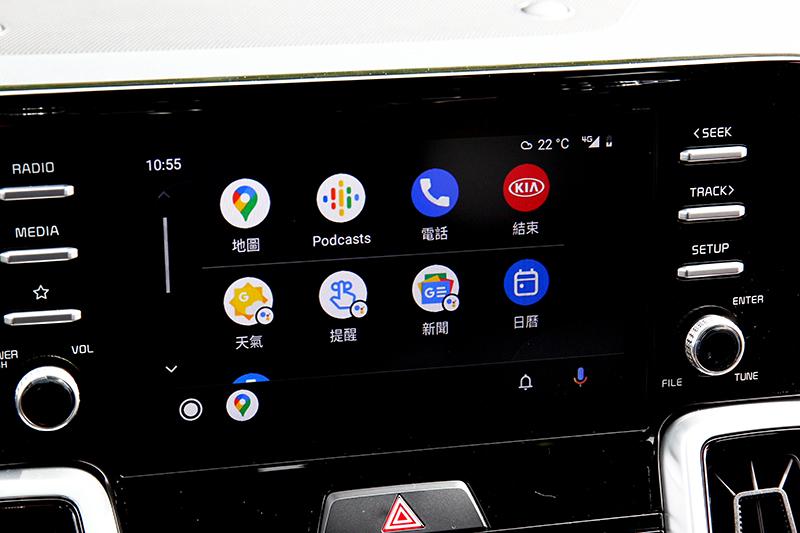 中控配置8吋多媒體系統,具備Apple Carplay和Android Auto功能。