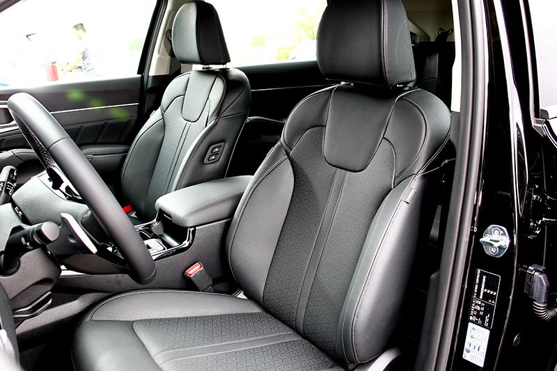 座椅軟應適中加上空間規劃因而有著頗為舒適的乘坐感受。