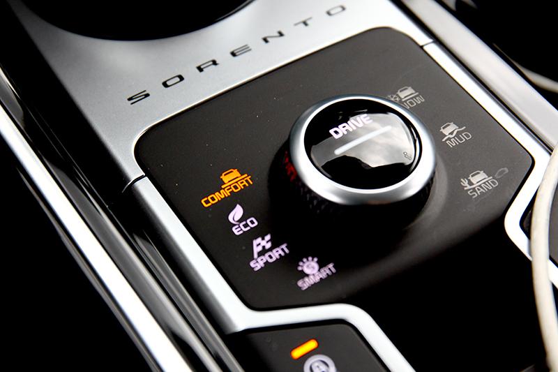 除四種行車模式AWD車型則提供地形行車駕馭系統。