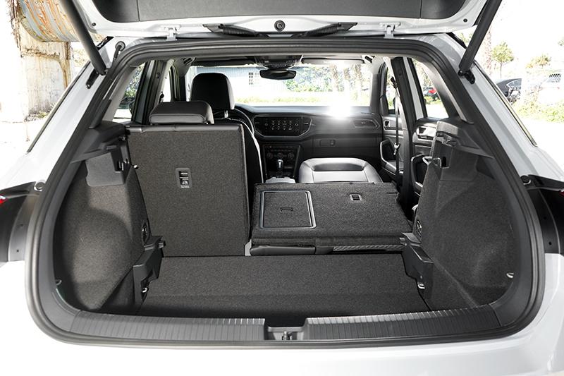 行李廂具備445~1,290公升置物容積和電動尾門。