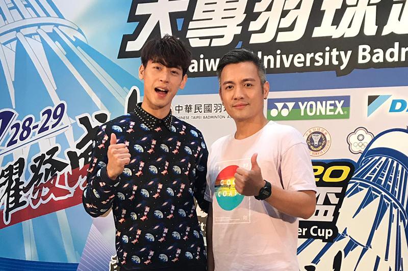 【車勢星聞】Daikin 2020大專羽球超級盃,范逸臣(右起)、馮秉軒獻唱《擊出關鍵》。/中華民國羽球協會提供