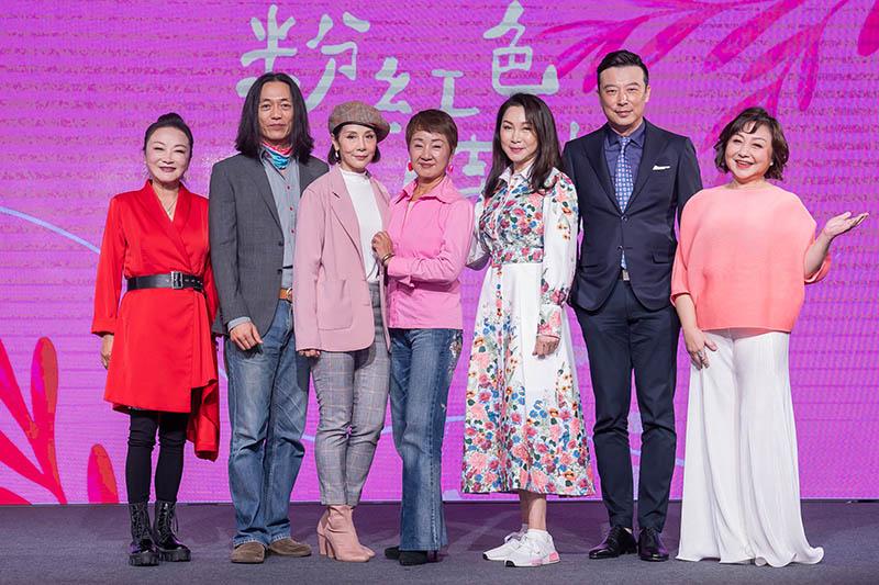 【車勢星聞】《粉紅色時光》資深演員(左起)林秀芳、單承矩、林秀君、鮑正芳、張瓊姿、林煒、鄭怡。/Tvbs提供