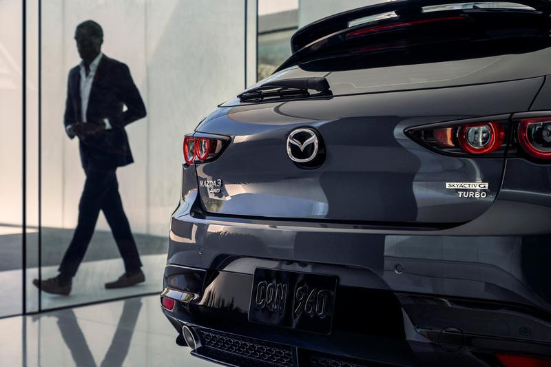 Mazda 3雖有2.5升渦輪250匹馬力,但離真正鋼砲運動化車型還有一段距離。