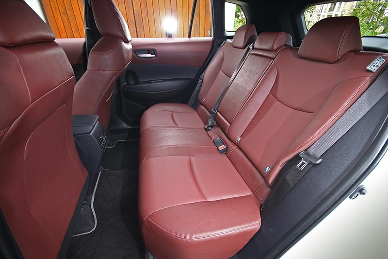 超乎CUV想像的寬敞空間,提供直逼中型SUV的乘坐餘裕與舒適性。