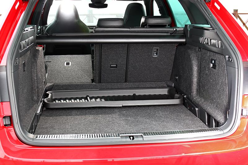 行李廂基本已有660公升容積,6/4分離座椅則能帶來更多機能變化與空間。