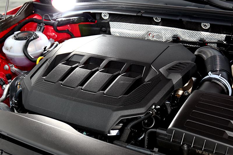 引擎雖同為2.0升但因排汙規範最大馬力則調降至272hp。