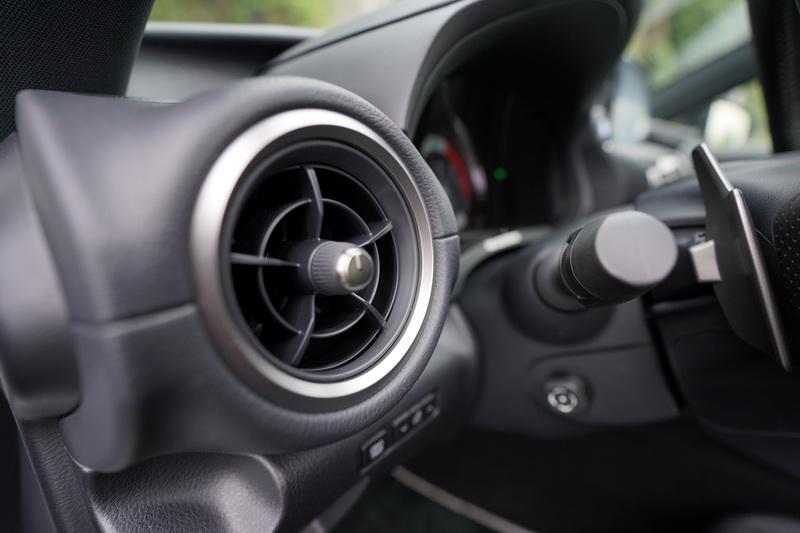 冷氣出風口的造型改為圓形渦輪葉片式設計