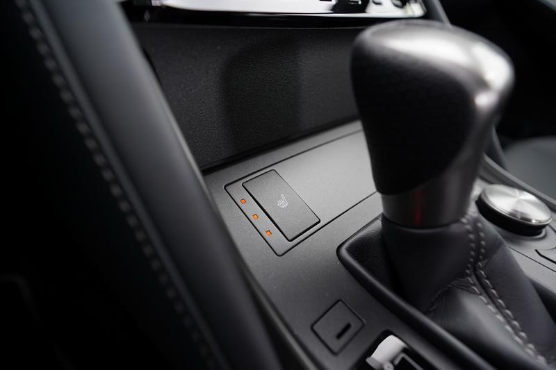 座椅通風功能只在IS 300h 頂級版才有配置,另外兩個車型只有座椅加熱功能