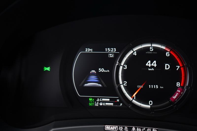 在全速域DRCC及LTA車道維持輔助系統的加持下,將系統打開幾乎就是Level 2的半自動駕駛狀態