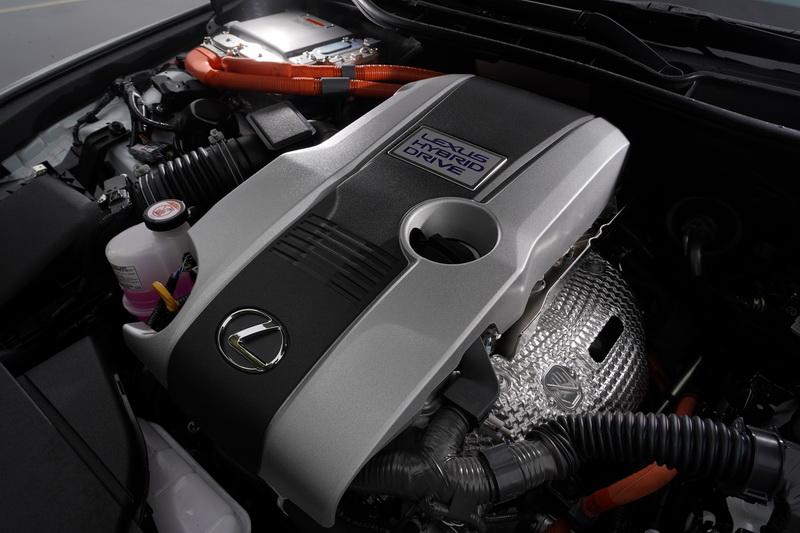 動力部分為了因應6期排汙法規,小改款IS全面改為單一2.5升內燃機加電動馬達的油電系統