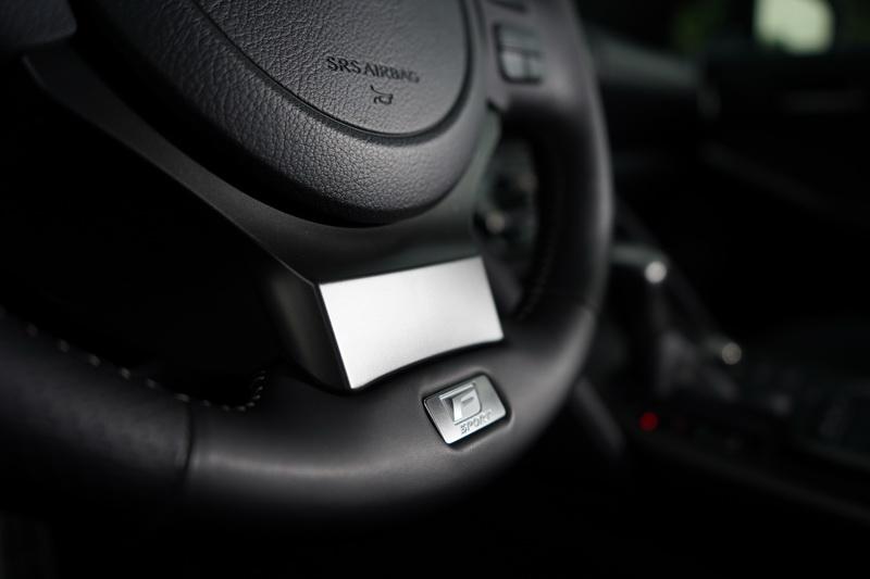 F Sport版的內裝多處可看見該車型的專屬名牌