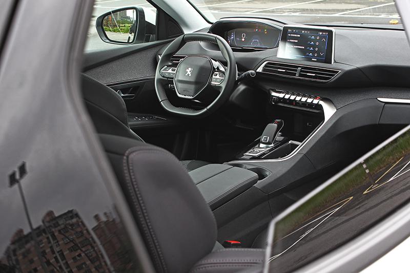 第二代i-cockpit座艙要說是車,不如稱之似飛行器更恰當。