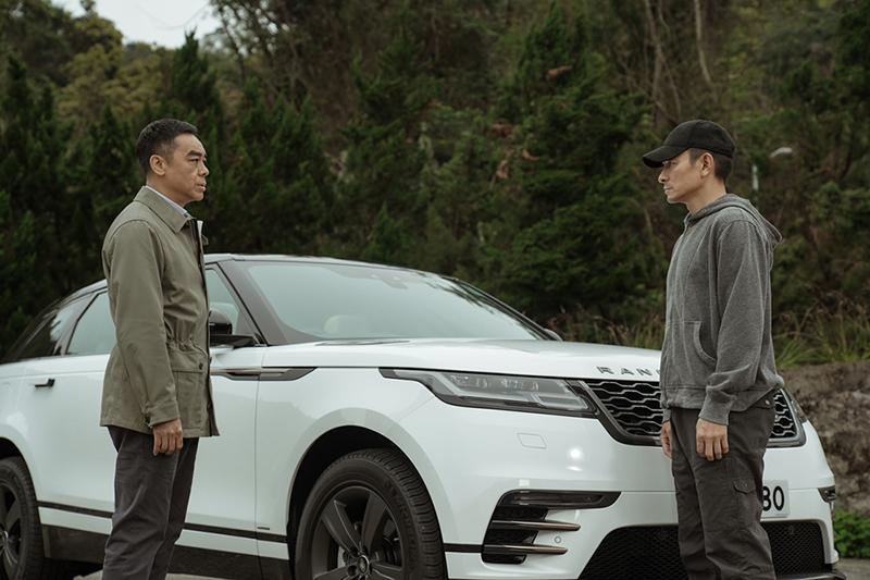 【車勢星聞】《拆彈專家2》劉青雲(左起)、劉德華私下很會聊,從美容經聊到車經聊不完。(圖:華映娛樂提供)