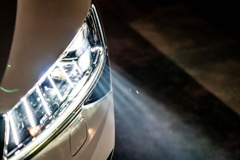 12/31 前全車系免費升級Matrix LED智慧複眼頭燈。