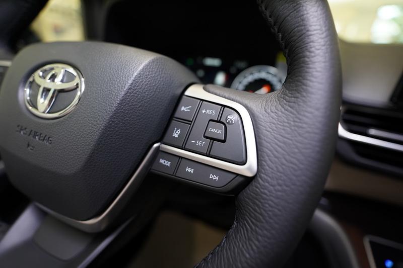 TSS 2.0智動駕駛輔助系統,有好用的ACC全速域主動式車距維持定速及LTA車道循跡輔助功能。