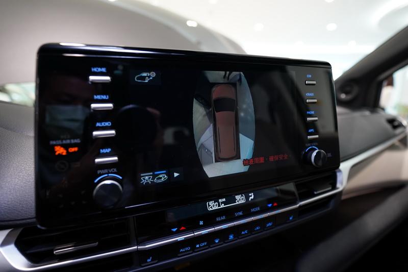 體積龐大的Sienna擁有360度環景影像輔助,視野及安全性上更為全面