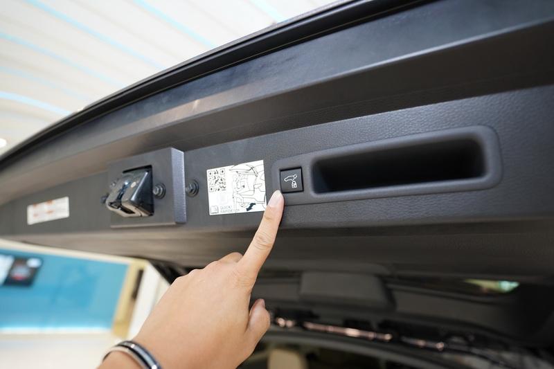 電動尾門亦是全車系的標準配備