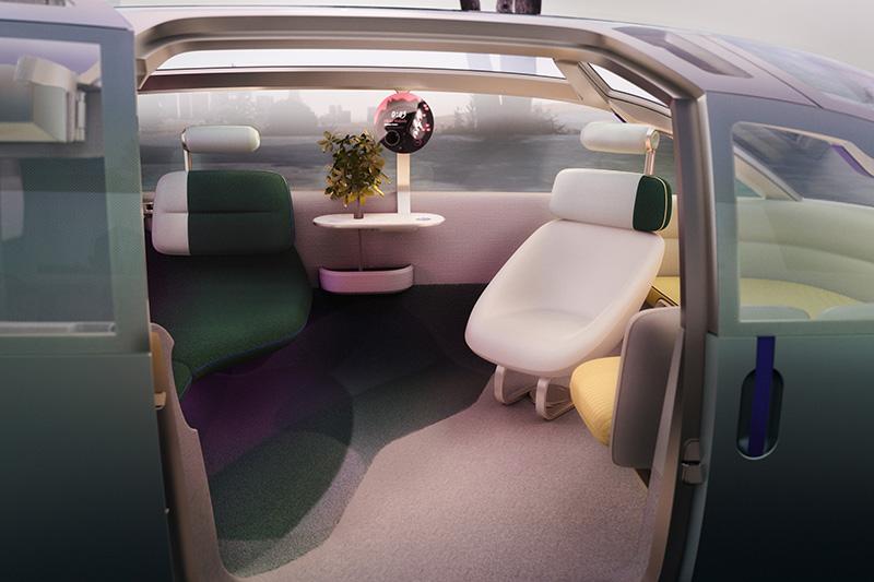 打開車門,裡頭偌大的空間讓你愛怎麼坐就怎麼坐。
