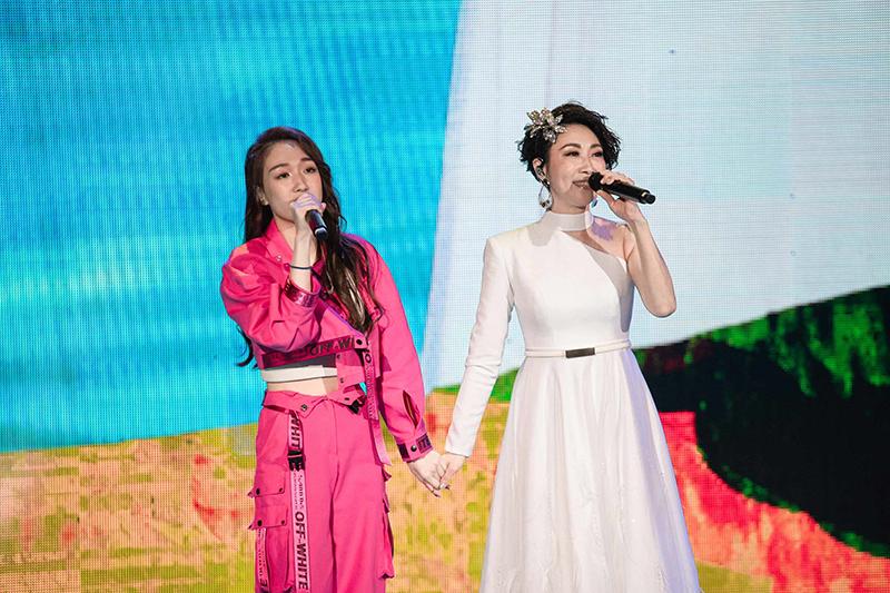 【車勢星聞】李翊君(右起)於台北國際會議中心加演場再開唱,女兒王敏淳(香奈兒)也是特別來賓。(圖:寬宏藝術提供)