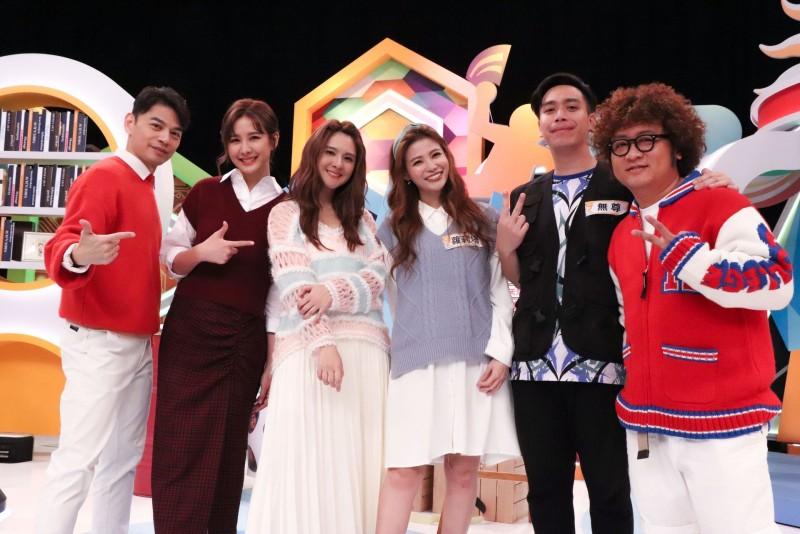 《同學來了》節目合照(左起)阿Ken、安心亞、郭靜、蘿莉塔、無尊、納豆。(圖:中天綜合台提供)
