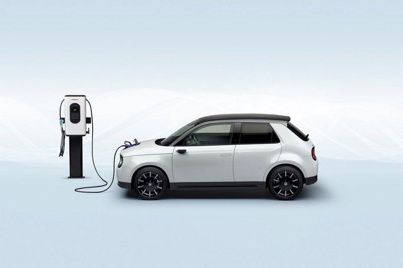 Honda於電動車發展才於2019年推出Honda e。