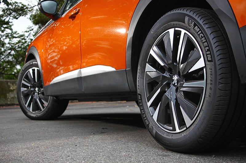 215/55 R18胎圈是GT車型的標準配備,並襯得輪廓更顯壯碩。