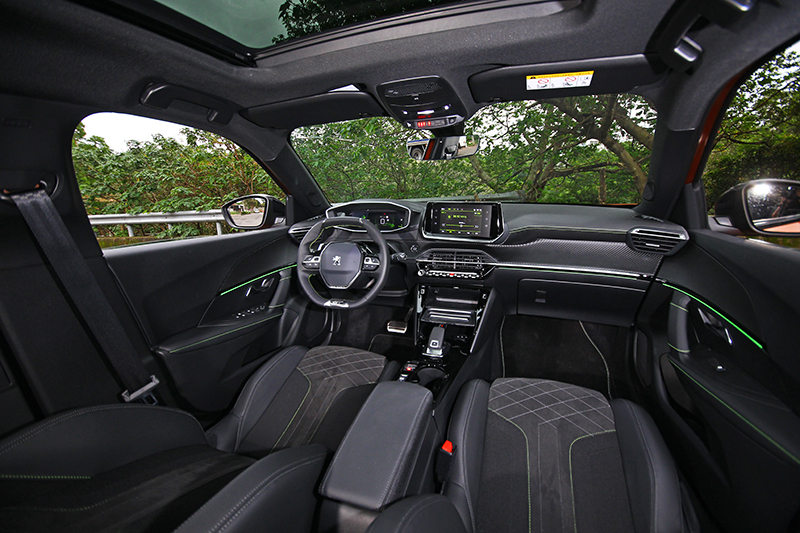 i-Cockpit®座艙是近期最美好的車室設計樣板,在全新2008依舊不遑多讓。