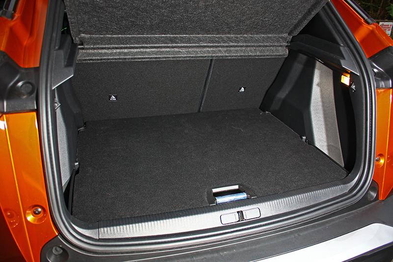 行李廂一般狀態下便有405升,一旦將後排座椅前傾更可擴增至1,467升容積。