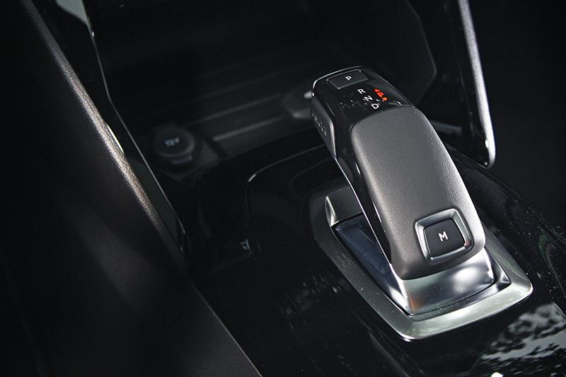 EAT8智慧手自排變速系統協同輕車重,讓全新2008的加速感頗為輕快自在。