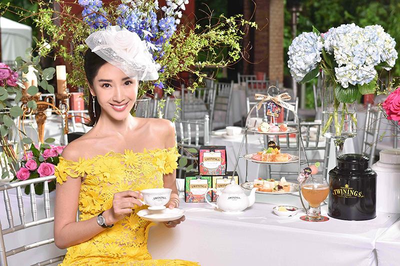 【車勢星聞】隋棠以一襲歐風洋裝搭配經典英式禮帽盛裝Twinings唐寧茶皇室榮耀午茶盛宴。(圖:品牌提供)