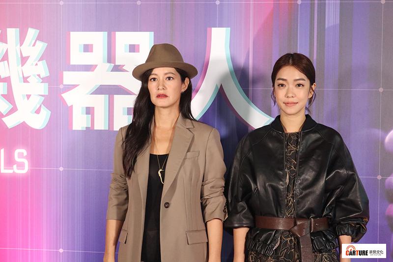 VR電影《囍宴機器人》主要演員(左起)Janet(謝怡芬)、李霈瑜(大霈)。