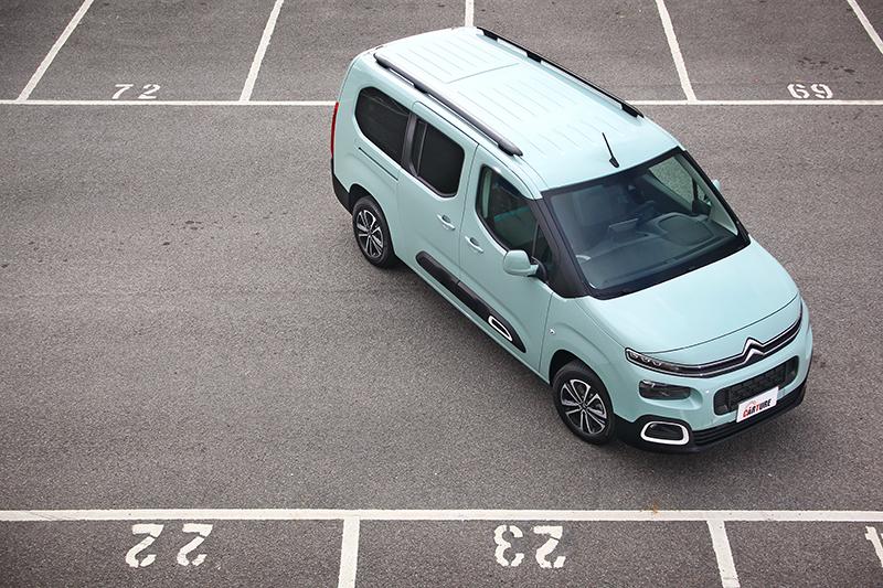 廣受好評的七人座MPV — CITROËN BERLINGO,配置的也是這具1.5L BlueHDi高壓共軌渦輪增壓柴油引擎,因而帶來高達19.4km/L的超優異平均油耗。