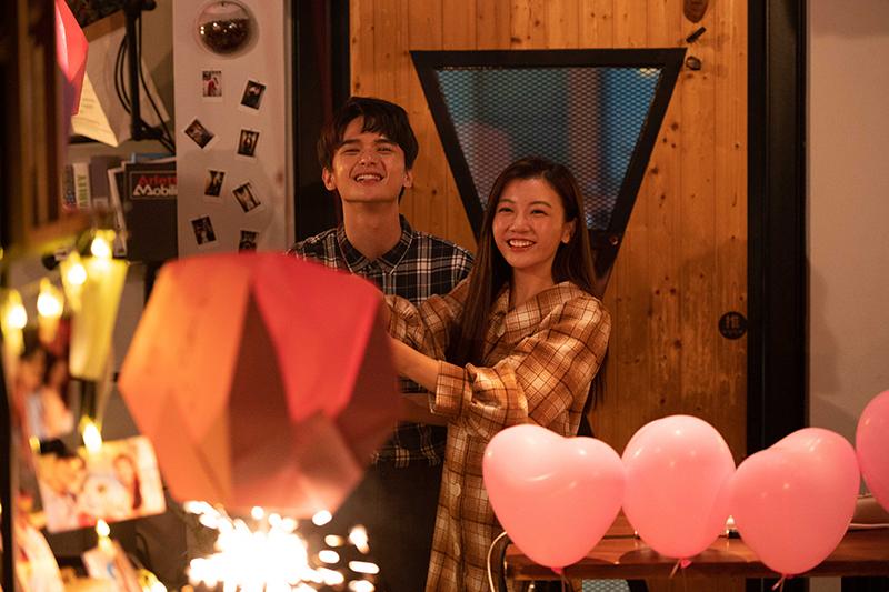 【車勢星聞】尹彥凱(左起)為《女力》首次創作,自彈自唱送給優妮。(圖:TVBS提供)