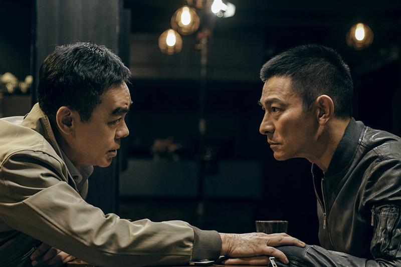 【車勢星聞】《拆彈專家2》劉德華(右起)大讚劉青雲演技太好,讓他一秒入戲。(圖:華映娛樂提供)