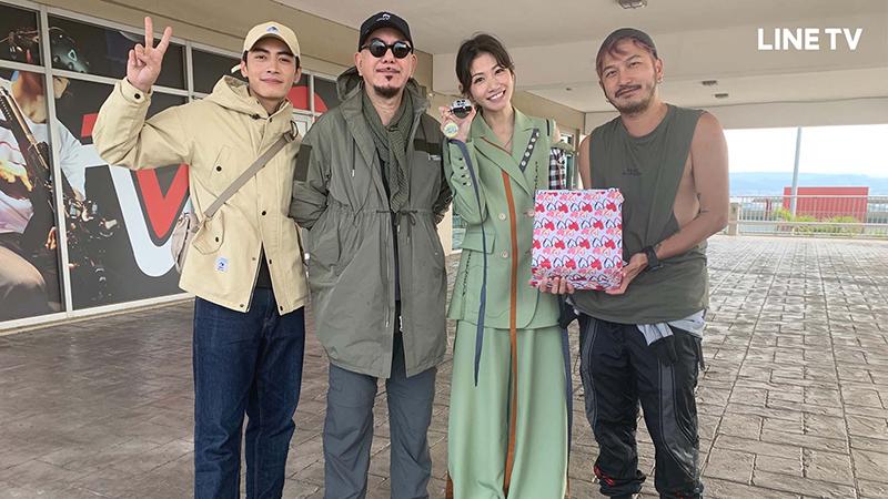 《開著餐車交朋友》李千那參加外景錄影,和宋柏緯(左起)黃秋生、Kid林柏昇開心合照。(圖:Line TV提供)