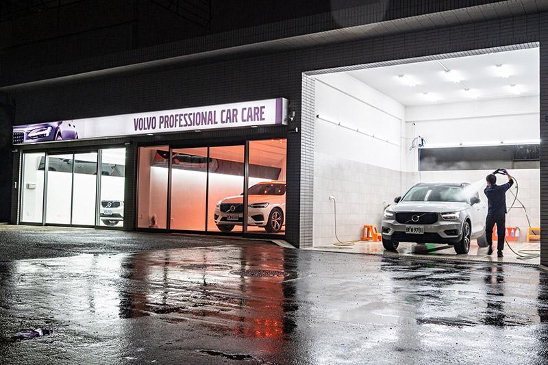 戶外另有 2 座配置 24 顆低溫鍍膜紅外線烤燈的美容中心與洗車專區。
