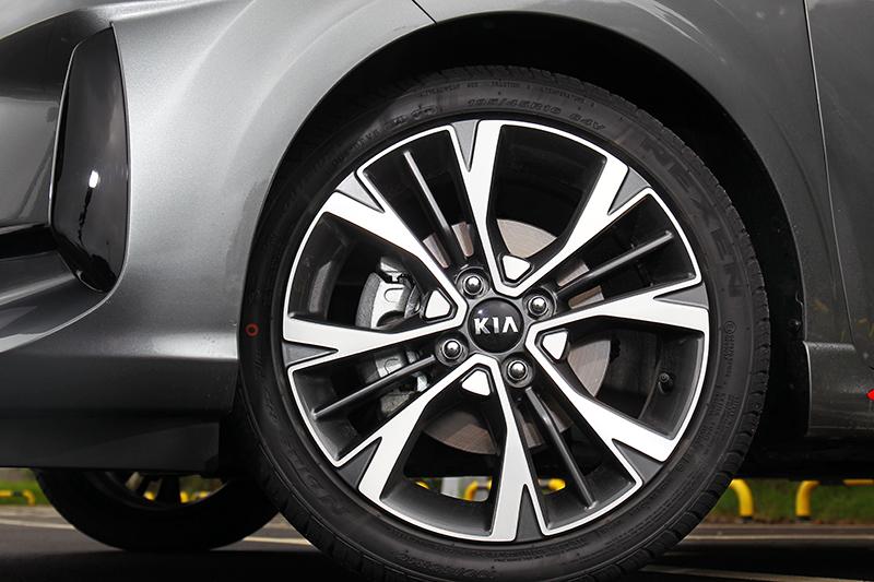 同樣維持16吋輪圈,但造型設計與以往不同。