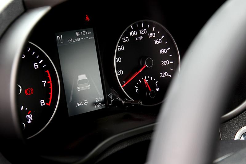 全車系標配4.2吋彩色資訊幕。