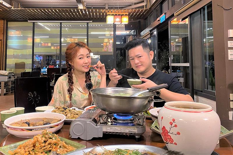 【車勢星聞】《我們練愛吧》詹子晴與老公重溫曖昧戀愛時光。(圖:迪克斯娛樂提供)