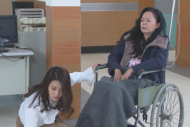 【車勢星聞】《多情城市》中飾演假冒公主的顏曉筠(左)被拆穿。(圖:民視提供)