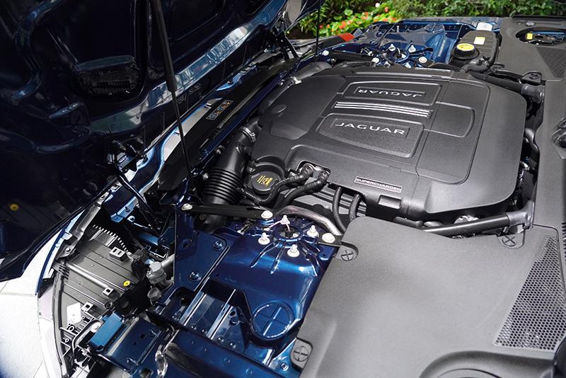 同級唯一搭載5.0升 V8機械增壓的P450 R-Dynamic車型,除了標準配備主動式電子懸吊系統,更可輸出450PS/580Nm的強悍動力。