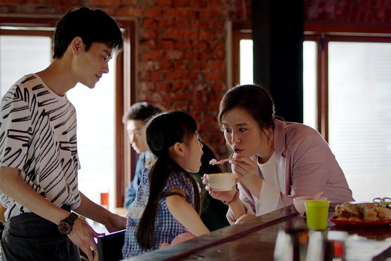 【車勢星聞】《未來媽媽》夏騰宏(左起)暖男形象陪伴劉品言。(圖:三立提供)