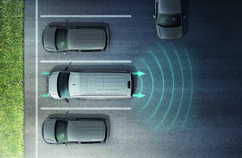 RTA後方橫向車流警示系統(含煞車輔助功能)。