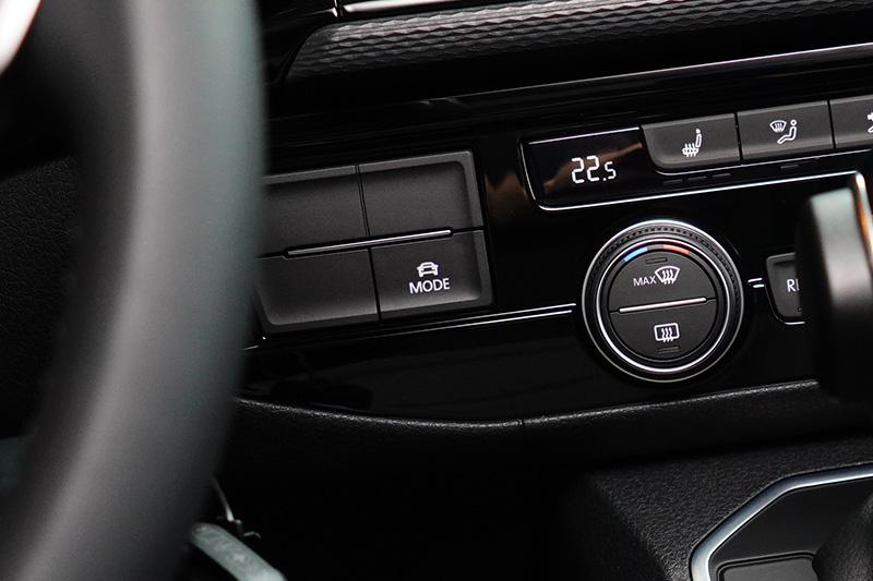 全車系皆搭載DCC主動式懸吊控制系統,提供不同的車輛動態表現,駕駛可透過中控台切換標準、節能、舒適與運動四種模式。