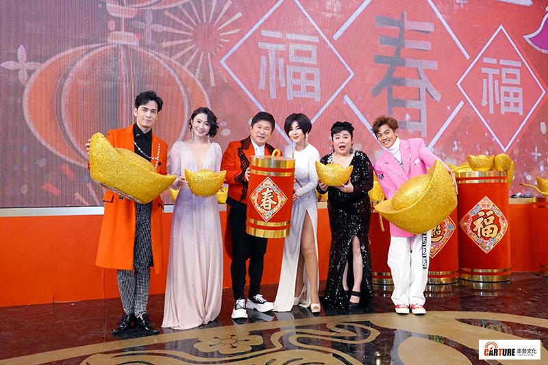 【車勢星聞】《民視第一發發發》主持人Gino(左起)、侯怡君、胡瓜、陳美鳳、林美秀、阿翔。