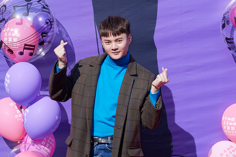 【車勢星聞】許富凱分別在台中、高雄舉辦《拾歌》新專輯暨台北小巨蛋演唱會簽唱會。(圖:凱聲影藝提供)
